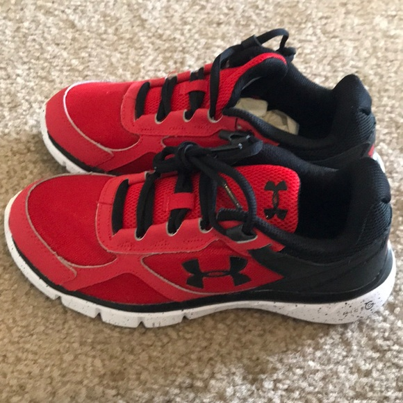sneakers for cheap 7bc2b f9ae7 Youth boys Under Armour sneakers.